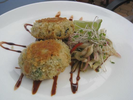 Qualicum Beach Inn: crab cakes