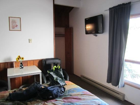 Cedar Motel: Our room
