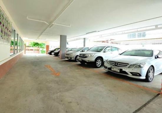 Aravinda Living Home: parking area