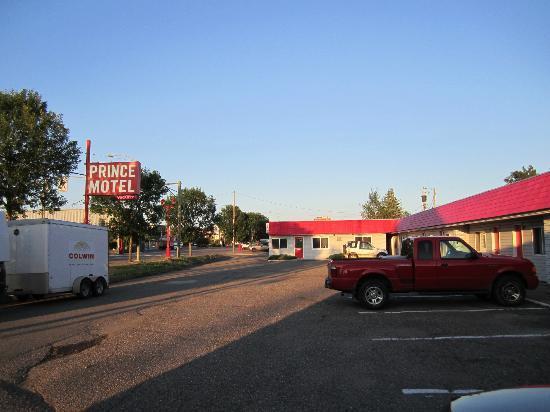 Prince Motel: Motel