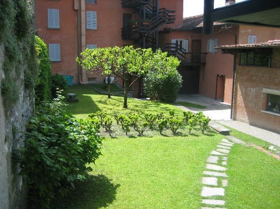 Foto de appartamenti i giardini di villa melzi bellagio for Case livorno con giardino
