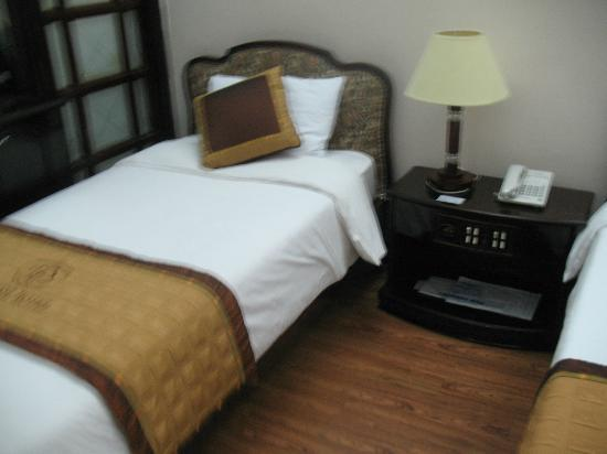 Hoa Binh Hotel: Second (single) bed