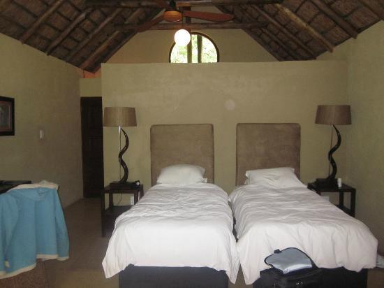 Pilanesberg Private Lodge: Our bedroom