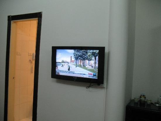 Hoa Binh Hotel: Bedroom LCD