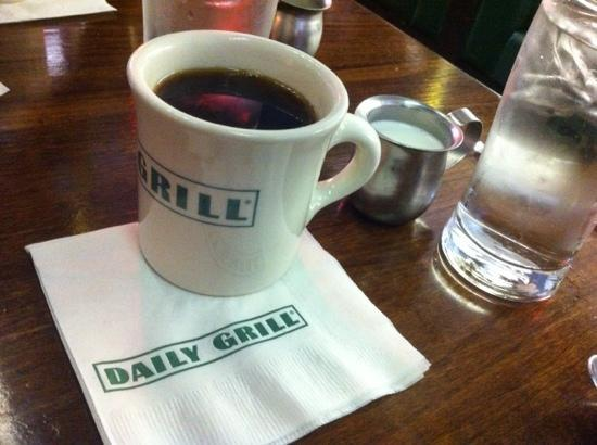 Daily Grill LAX: coffee!
