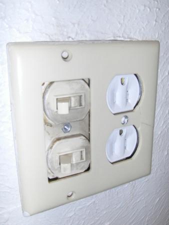 Days Inn Missoula University: No GFI In Bathroom Outlet (not code) Fire Hazzard