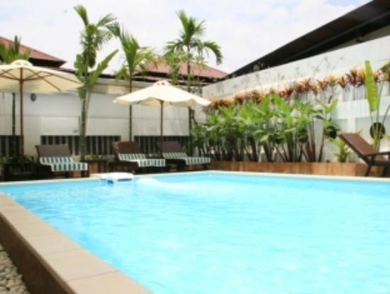 Skyway Hotel: Swimming Pool