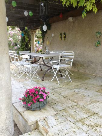 Domaine du Moulin: One of the breakfast areas.