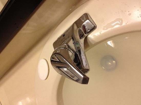 Quality Inn Airport West : I found out why; they never bother to check and repair missing parts.