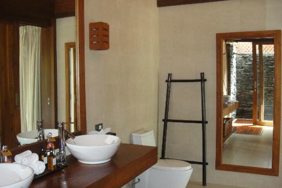 Baan Puri: Bathroom
