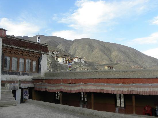 Lamayuru: the monastery courtyard