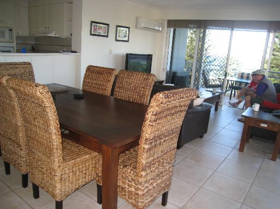 Burleigh Mediterranean Resort: Dining/Lounge Room