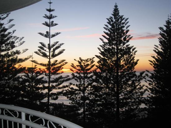 Burleigh Mediterranean Resort: Morning View from front Balcony