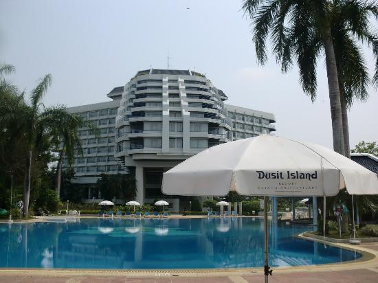 デュシット アイランド リゾート チェンライ, ゆったりしたプール