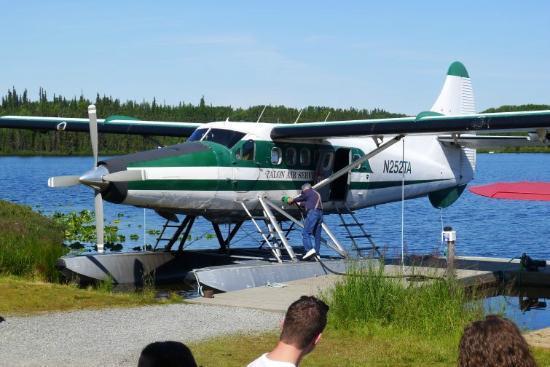 Talon Air Service: 8人乗りの搭乗機