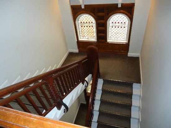 Ascot Hotel: Treppe im Hotel