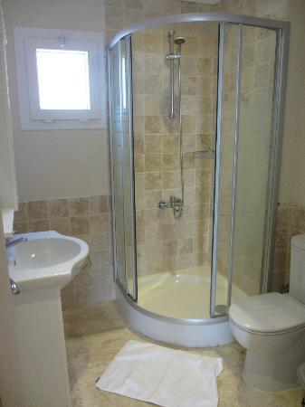 Saylam Suites: Bathroom