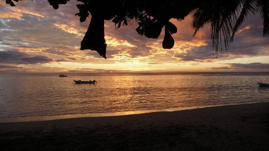 Matana Beach Resort - Dive Kadavu: Sunset Matana