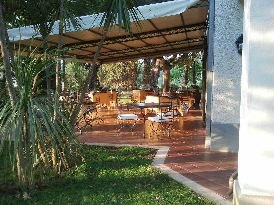 Ghiaccio Bosco: patio cena e colazione