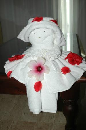 The Royal Suites Turquesa by Palladium : Towel art