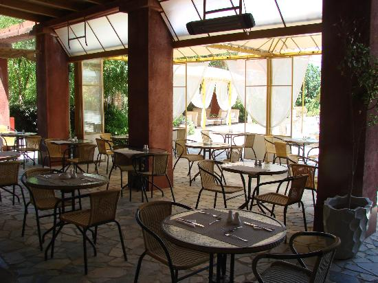 Orpheas Resort: Espace restauration exterieur