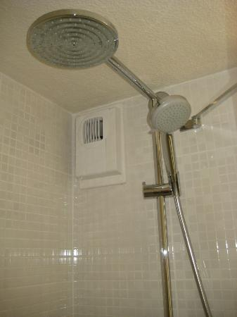 Campanile Rouen Est - Franqueville Saint Pierre : Good powerful shower