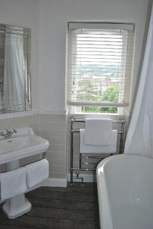 The Hampton's Hotel: Chantilly room bathroom