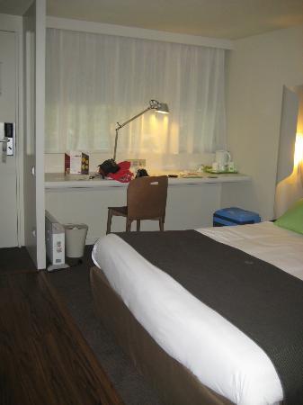 Campanile Rouen Est - Franqueville Saint Pierre : Bedroom