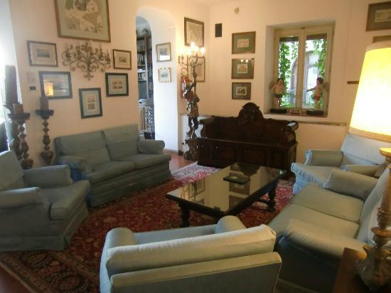 Hotel Villa Paradiso: Salon