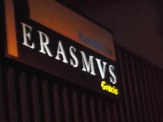 Residencia Erasmus Gracia: Insegna della Residencia notturna