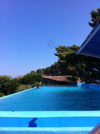 piscina di giorno