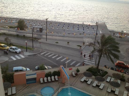 Blue Sky City Beach Hotel: piscina e spiaggia, camera vista mare