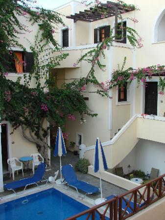 Antonia hotel santorini h tel fira gr ce voir 53 avis for Meilleur hotel santorin