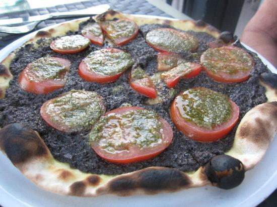 Pizza avec olive tapenade picture of le petit port - Restaurant les terrasses du petit port nantes ...