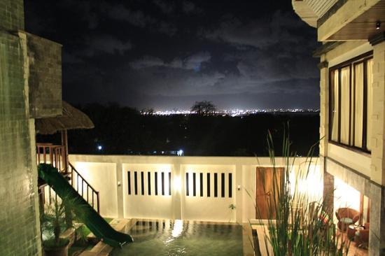 Home Bali Home Villa and Suites: Fantastischer Ausblick bei Nacht
