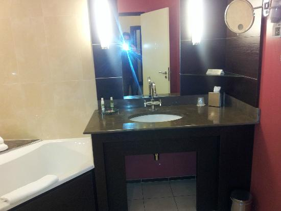 Hotel La Citadelle Metz - MGallery By Sofitel : salle de bains