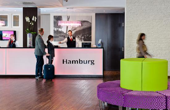 Rezption ****MERCURE Hotel Hamburg am Volkspark