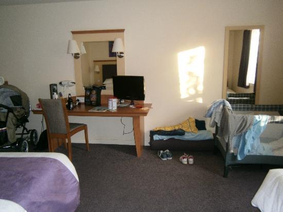 Premier Inn Wakefield City North Hotel : bedroom