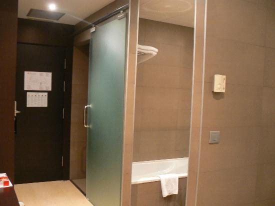 La s paration entre chambre et salles de bains wc porte for Separation entre chambre et salle de bain
