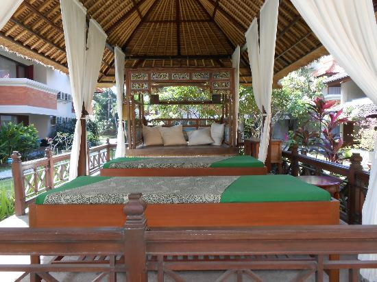 White Rose Kuta Resort, Villas & Spa: massage area