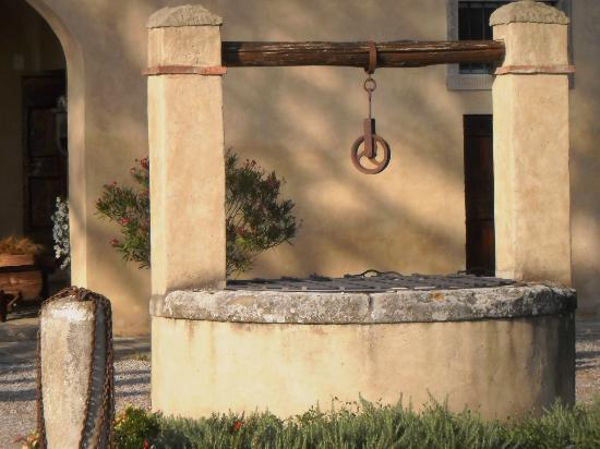 Cortona Resort - Le Terre dei Cavalieri: fount