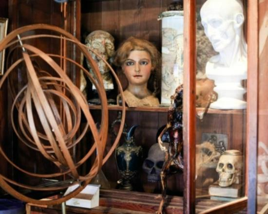 Saint Ouen, Francja: Flea Market Paris - find the object of your dream