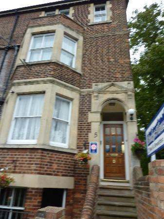 Becket Guest House: Von Außen