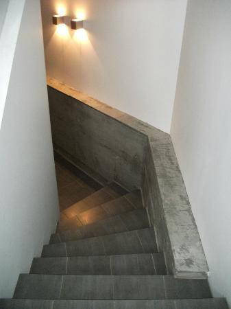 Einholt Apartments : Scale sotterranee