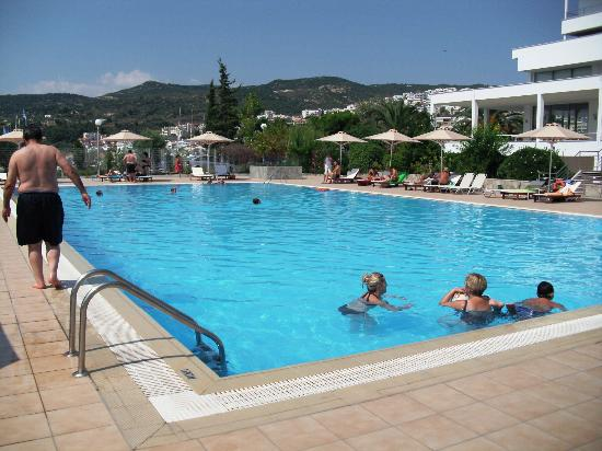 Lucy Hotel: swiming pool