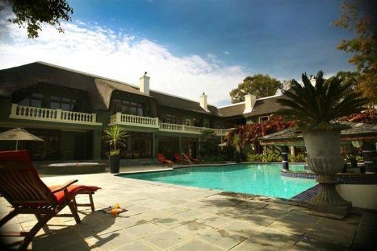 Ridgemor Villa : Ridgemor on a warm summers day