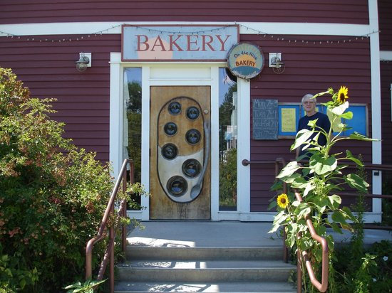 On the Rise Bakery: Close up of On The Rise's entrance