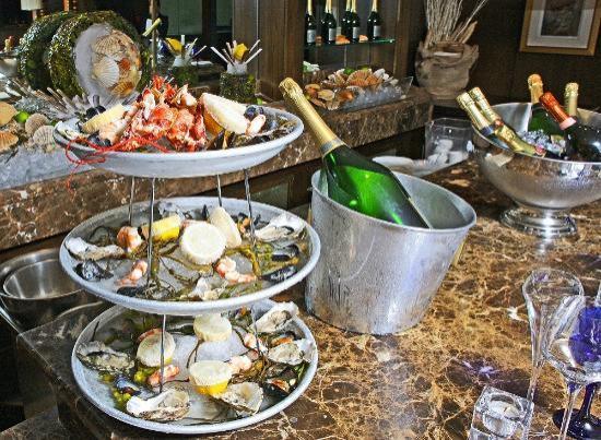 The Saddle Room Restaurant: Oyster Bar