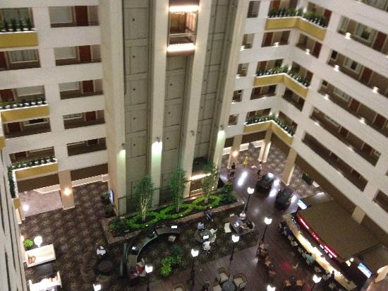 Sheraton Suites Chicago O'Hare: Atrium