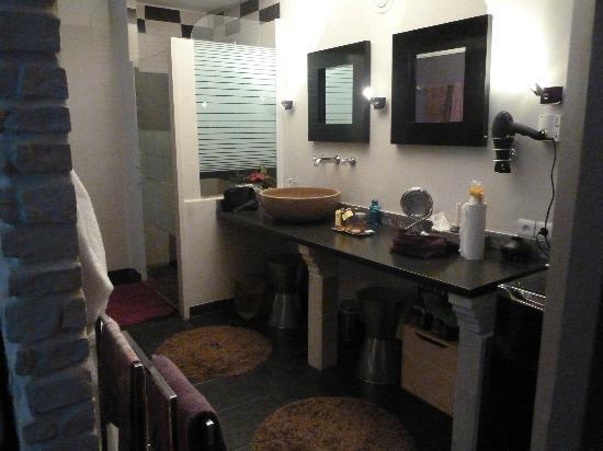 La Cle des Songes: Salle de bain Taurus avec douche à l'italienne